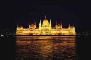 building budapest tample architecture